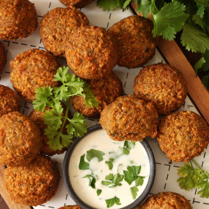 Falafel with Cucumber Yoghurt Sauce